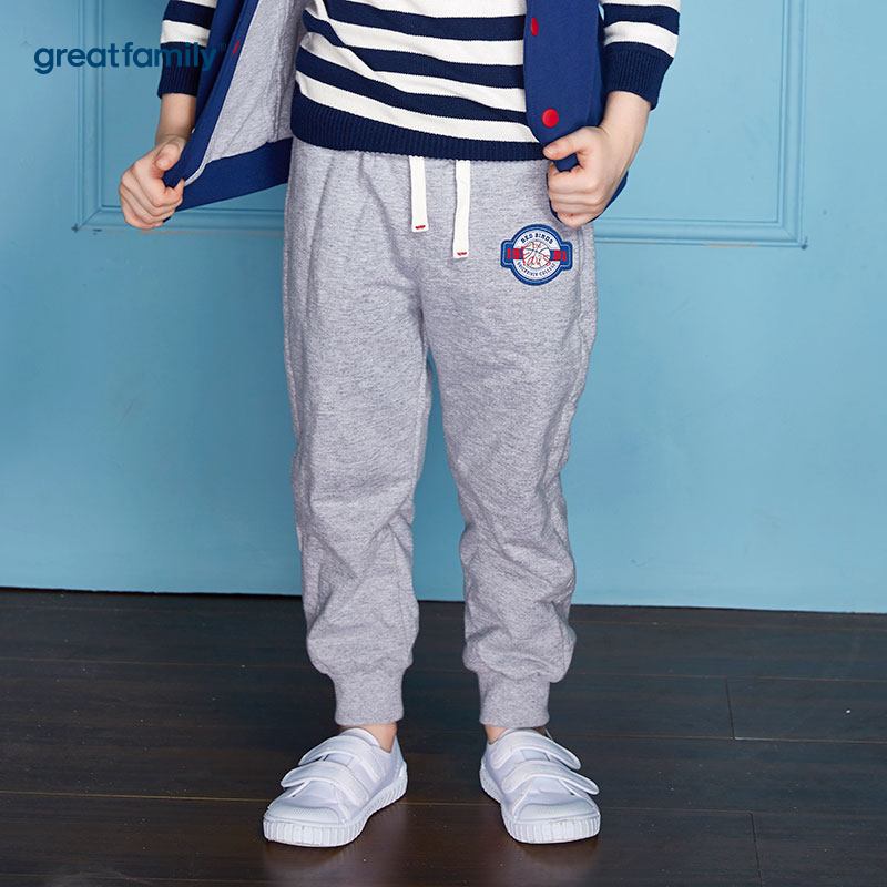 歌瑞家(Greatfamily)A类经典校园男童灰色字母绣花针织夹里长裤