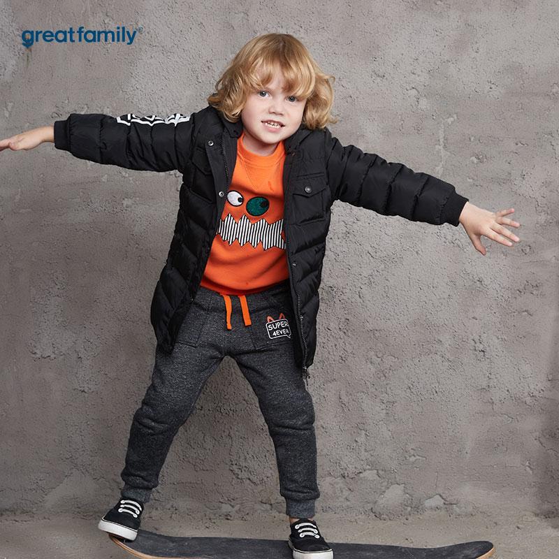 歌瑞家(Greatfamily)A类男童黑色字母印花中长款连帽羽绒服