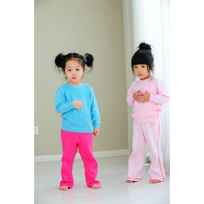 2,可爱的小熊烫钻,一定会给予宝宝无限舒适感的小外套.